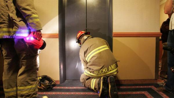480 مورد حبس در آسانسور به علت قطع برق